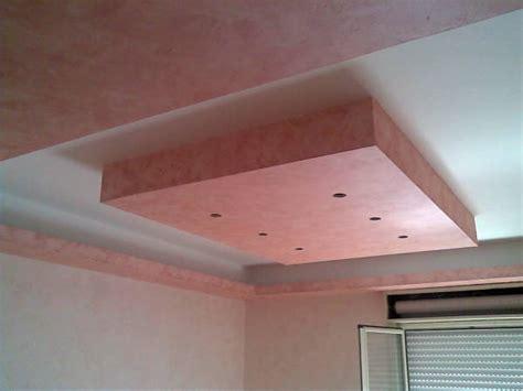 controsoffitto moderno foto forme geometriche in cartongesso di un soggiorno