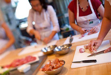 groupe de cuisine apprendre la cuisine en prenant des cours