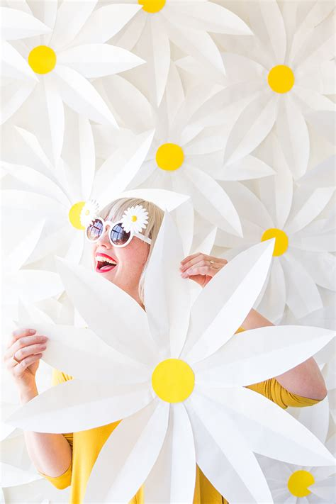 paper daisy flower tutorial diy paper daisy backdrop and video the house that lars built