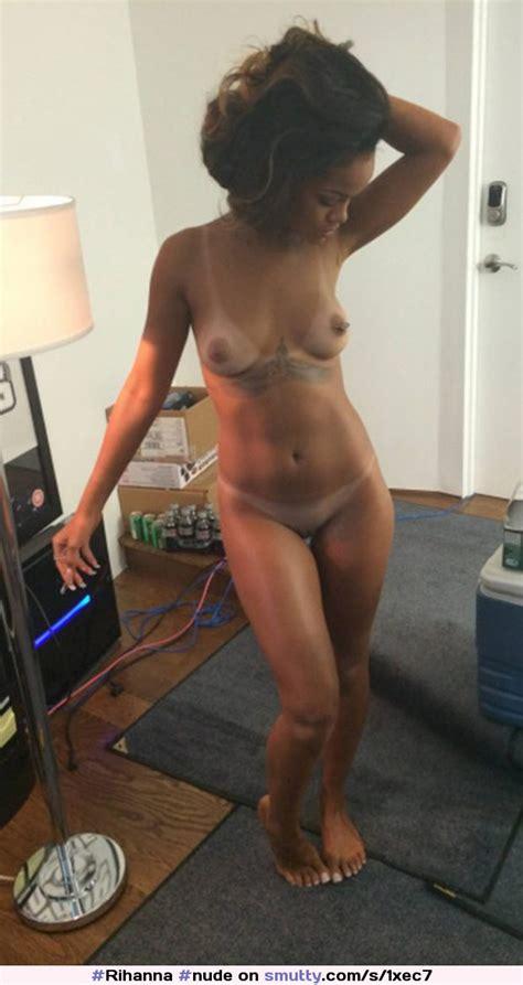 Rihanna Posing Nude Rihanna Nude Celebrity