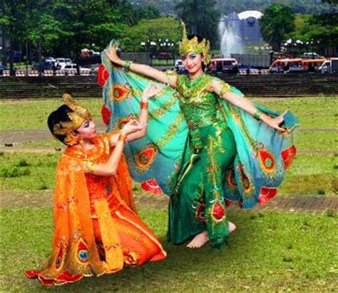 Mahkota Tari Merak indonesia warna warni tari merak dari jawa barat