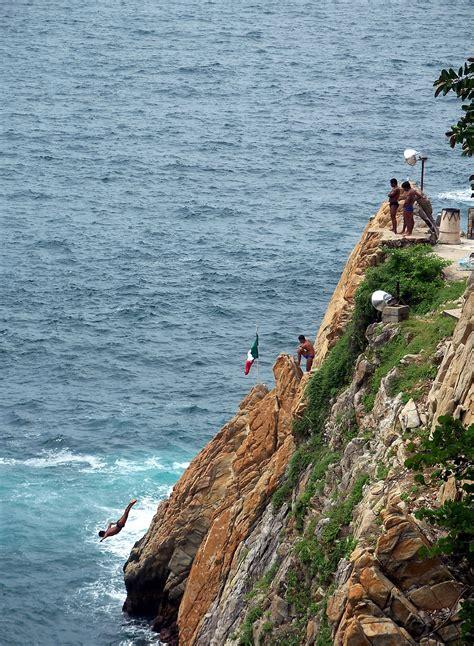 la quebrada acapulco file la quebrada in acapulco mexico 2007 jpg wikimedia