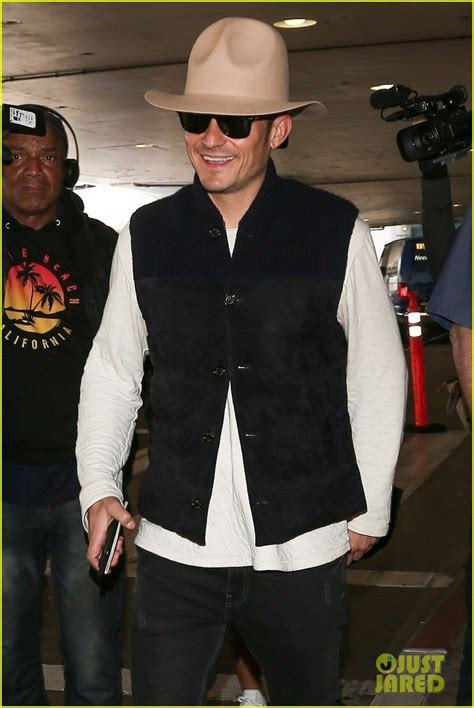 orlando bloom shows orlando bloom shows off his style while arriving in la