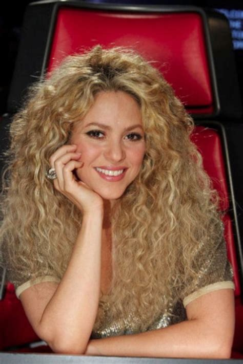 shakira s hair is amazing hair pinterest shakiras curly hair hair pinterest shakira curly