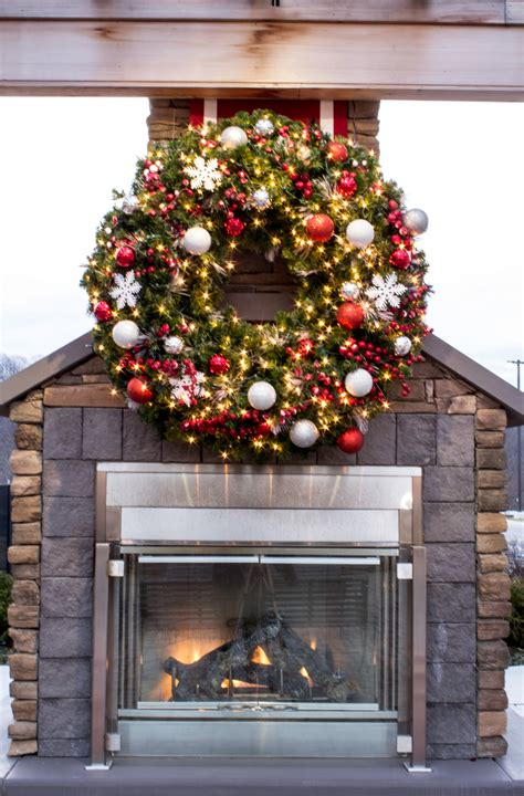 How To Make A Large Outdoor Christmas Wreath