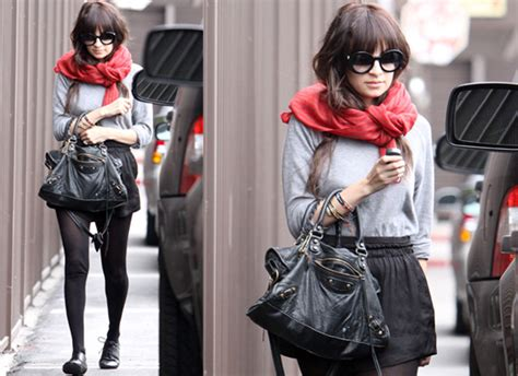 Pashmina Mini Line photos of richie in black miniskirt and scarf