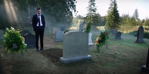 on grave who is in the grave on arrow here s what david ramsey says