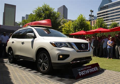 nissan pathfinder 2018 2017 nissan pathfinder debuts with new look more power