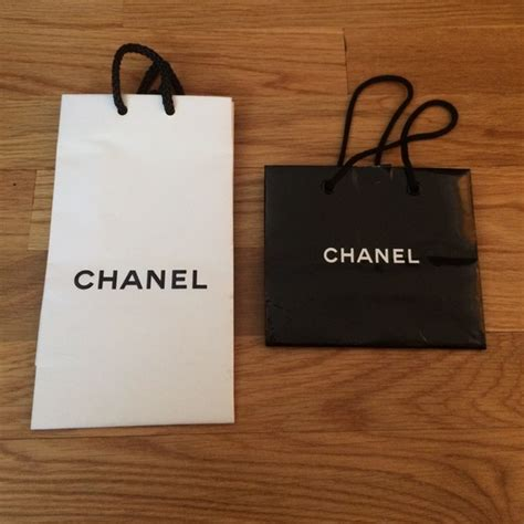 Paperbag Tas Chanel chanel 2 chanel paper shopping bags from sale s closet on poshmark