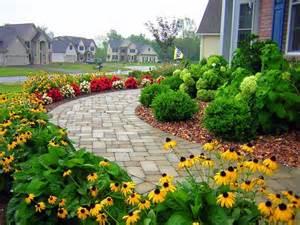 residential front sidewalk traditional landscape