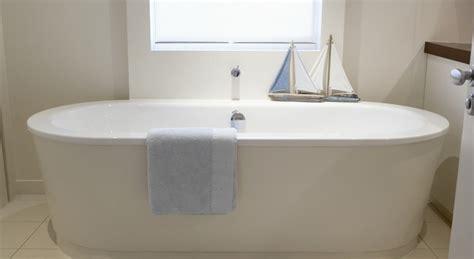 comment faire un tablier de baignoire transformer un tablier baignoire en un meuble de rangement