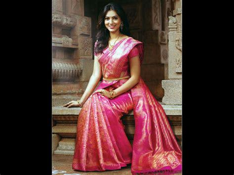 how to drape saree pallu 9 silk saree pallu drape styles to try at varamahalakshmi
