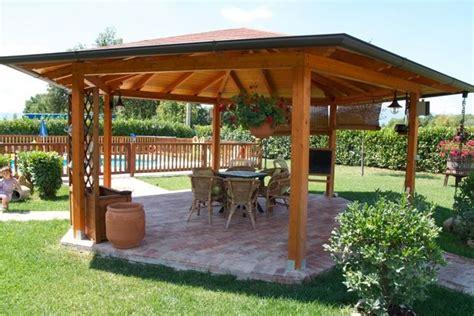 gazebi in legno usati gazebo in legno mobili da giardino gabezi in legno