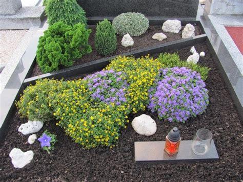 pflegeleichte gärten gestalten ideen tipps und pflanzpläne bodendecker schnellwachsend bodendecker pflanzen ideen f