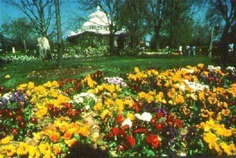 Cincinnati Botanical Gardens Cincinnati Parks And Articles On