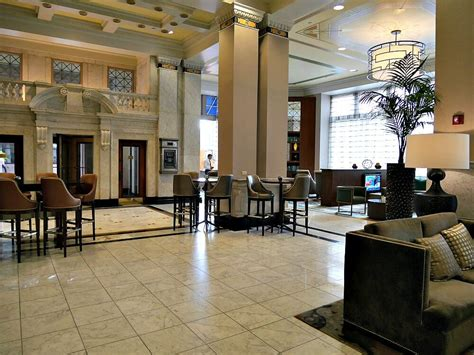 low cost hotel downtown st louis city center near the gateway arch review of st louis downtown at the arch a bank becomes a boutique hotel