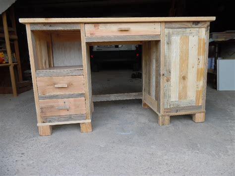 fabriquer un bureau enfant faire un bureau a caissons en bois de palette