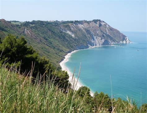 vacanze marche mare vacanza al mare nelle marche i posti consigliati marche