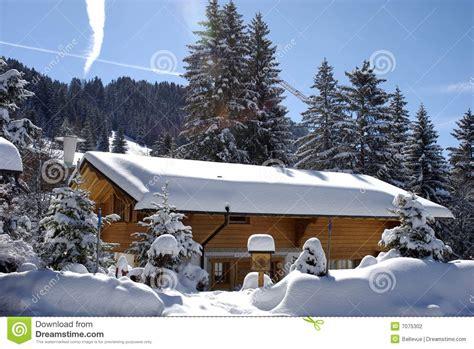 Stockage Bois De Chauffage 1030 by Chalet Suisse En Hiver Photographie Stock Image 7075302