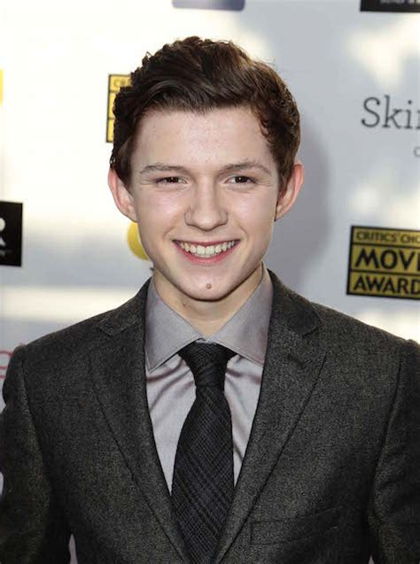 tom holland height weight body statistics healthy celeb