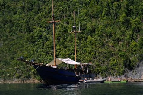 liveaboard boats for sale indonesia cruise in indonesia to raja at islands by shakti