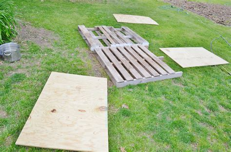 how to a puppy to outside diy house from recycled wooden pallets tutorial