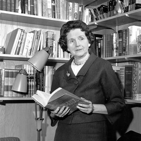Rachel Carson, la mujer que acabó con el DDT y fundó el