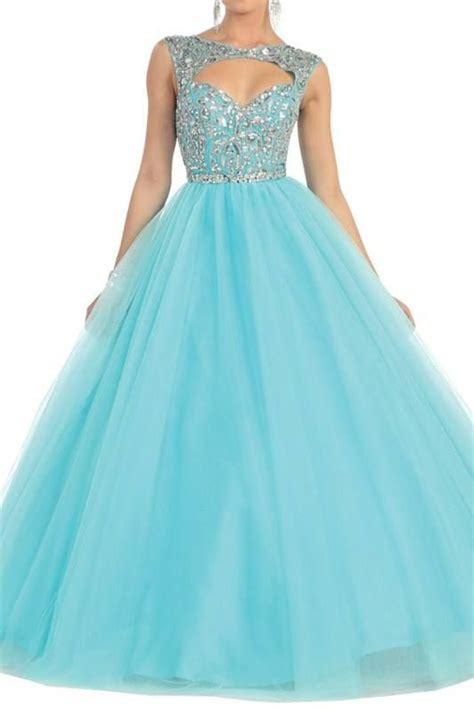 trajes para 15 anos este es un vestido color este vestido es un tanto pomposo la parte superior posee