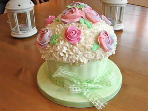 my cake decorating adventure 9 giant cupcake the