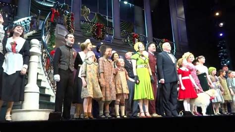 broadway curtain call closing curtain call annie on broadway jan 5 2013
