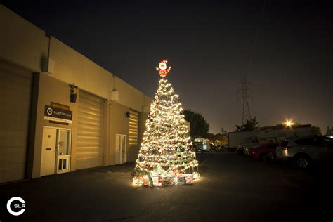 custom slr makes 10 000 tripod christmas tree will
