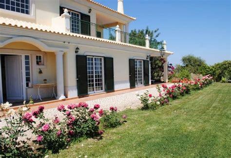 imagenes de jardines para una casa fachadas de casas con hermosos jardines
