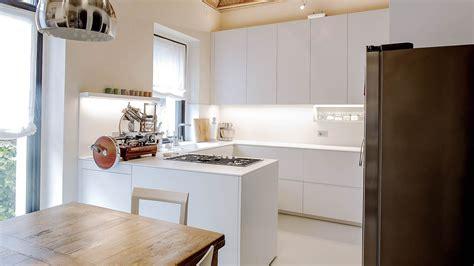 cucina angolare cucina angolare in corian e laccato bianco a composizione