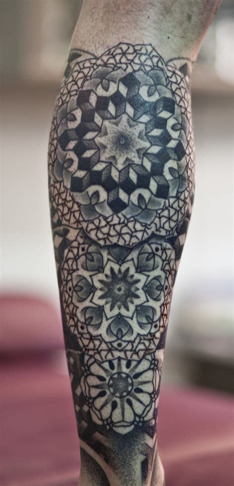 geometrical tattoo geometric rosette hooper maori