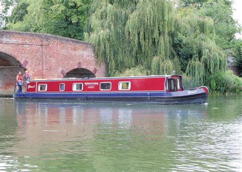 thames river boat hire reading boat hire river thames wey thames wey narrowboat cruiser