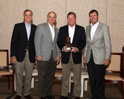 tom fanning southern company tom fanning receives eei s distinguished leadership award