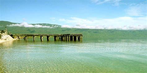 danau poso danau berpasir putih  celebes