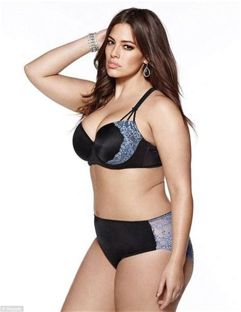 Jual Lingering Big Size plus size model graham posed in at age 14 with mybraoutlet le corps