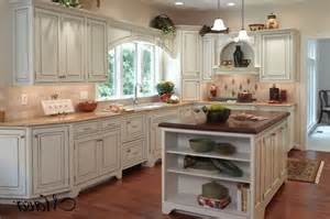 country kitchen backsplash ideas pin by yvette bentkowski on decor
