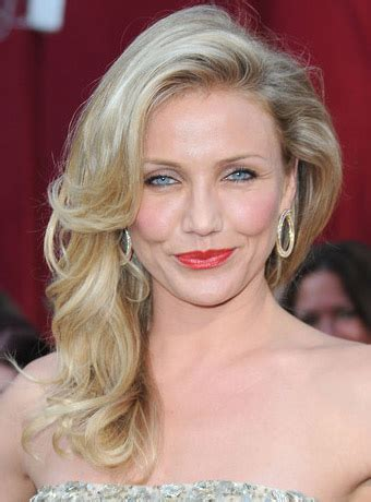 curly hairstyles red carpet cameron diaz s soft wavy hairstyle at 2010 oscars red carpet