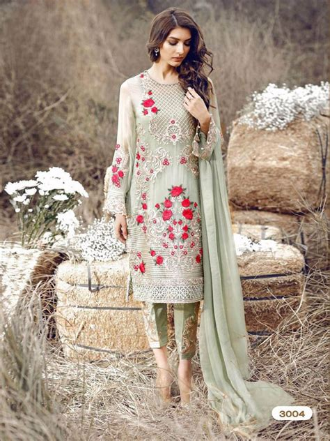 embroidery punjabi suits pinterest 1000 ideas about designer punjabi suits on pinterest