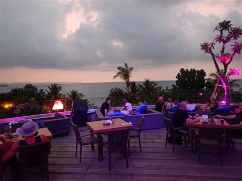 bars  nightlife  kuta beach bali tripatrek