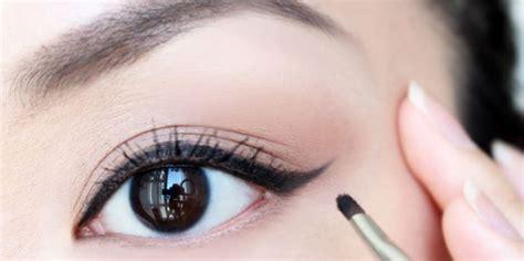 cara membuat warna bola mata menjadi coklat tips membuat mata terlihat lebih besar dengan eyeliner
