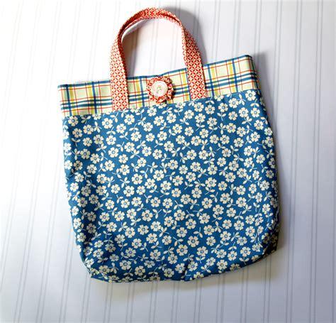 tutorial tote bag fat quarter tote bag tutorial the cottage mama