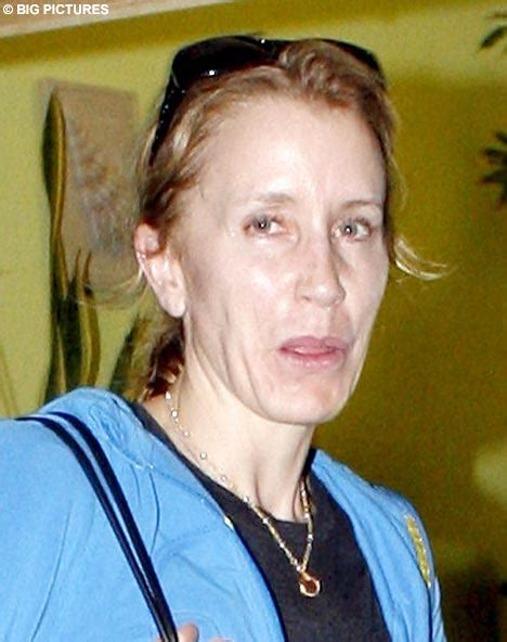 really did felicity huffman have cancer felicity huffman 2018 husband tattoos smoking body