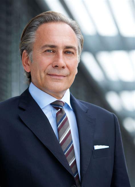 Executive Portraits by Executive Portraits Fotograf Christoph Vohler