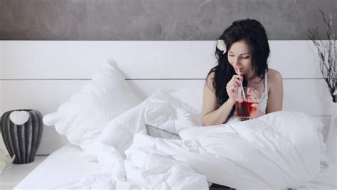 what to drink before bed the 3 best nightcaps to drink before bed supercall com