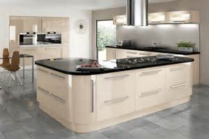 Cream Gloss Kitchen Ideas by Keld Cream Gloss Cambridge Kitchen Doors
