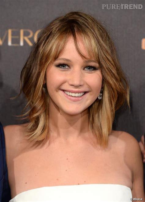 Jennifer Lawrence avec les cheveux longs .