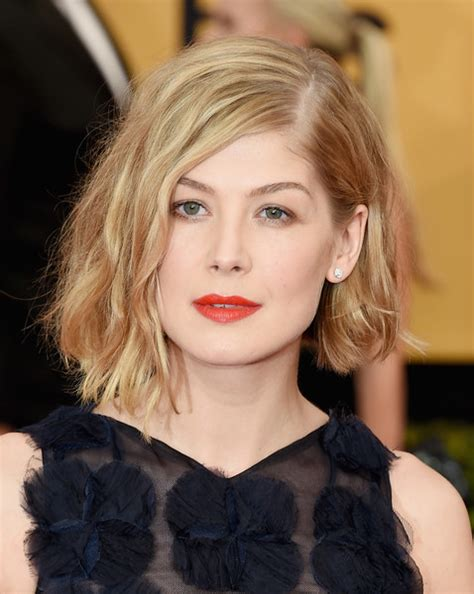 hairstyles from california for 2015 rosamund pike asymmetrical cut hair lookbook stylebistro